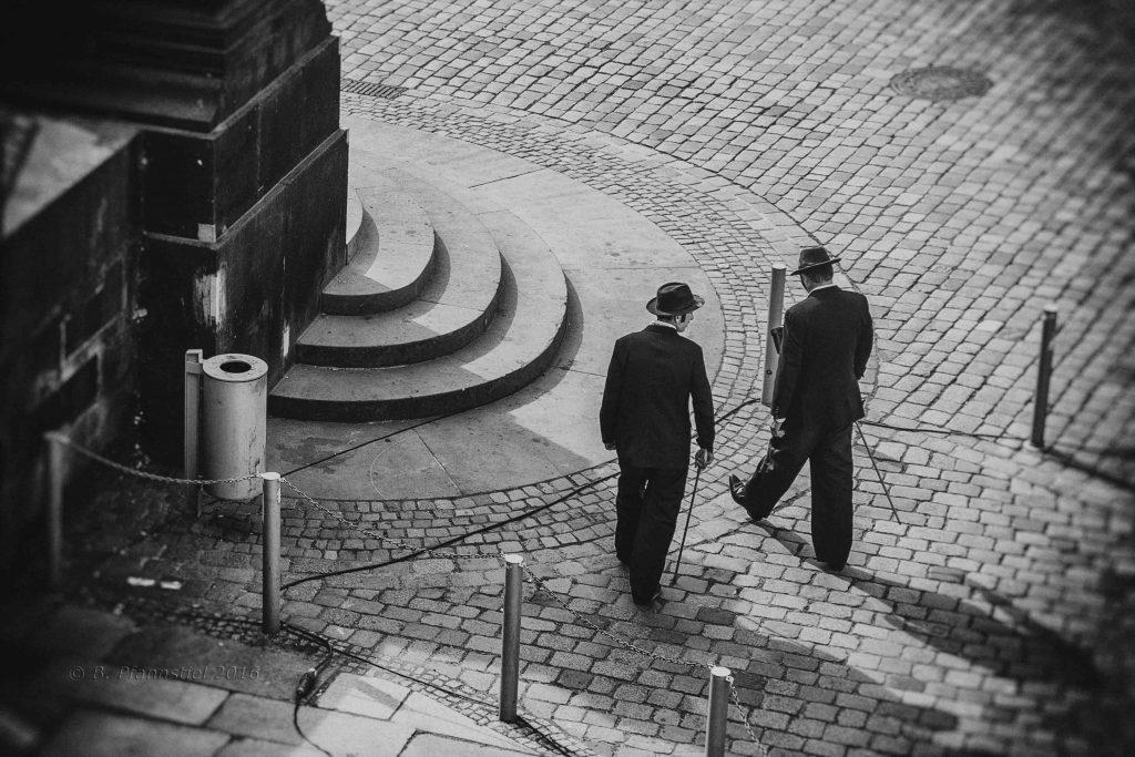 Zwei Herren mit Hut